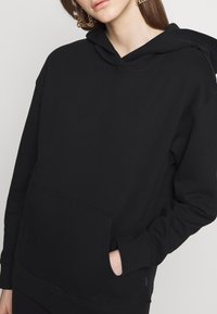 Noisy May - NMLEYA WOMENSDAY  - Hoodie - black/womensday w. knockout pink - 6
