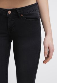Noisy May - EVE - Jeansy Slim Fit - black - 4