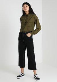 Noisy May - NMMARTIE CROP WIDE LEG - Jeans a zampa - black - 1