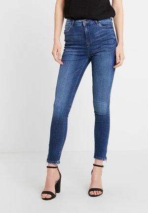 NMLOLLY ANKLE ZIP - Skinny džíny - medium blue denim