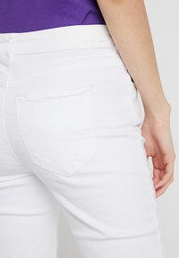 Noisy May - NMKIM ANTIFIT - Jeans Relaxed Fit - white - 3