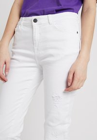 Noisy May - NMKIM ANTIFIT - Jeans Relaxed Fit - white - 5