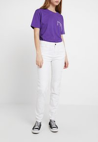 Noisy May - NMKIM ANTIFIT - Jeans Relaxed Fit - white - 0