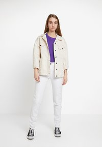 Noisy May - NMKIM ANTIFIT - Jeans Relaxed Fit - white - 1