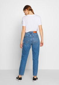 Noisy May - NMISABEL  MOM  - Jeans relaxed fit - medium blue denim - 2
