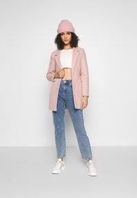 Noisy May - NMISABEL ANKLE MOM - Relaxed fit jeans - medium blue denim - 1