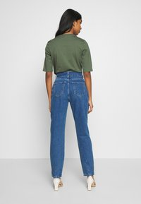 Noisy May - NMISABEL BELT MOM  - Jeansy Relaxed Fit - medium blue denim - 2