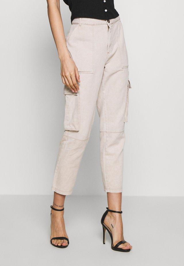 NMELLEN LOOSE UTILITY PANT - Jeans baggy - beige