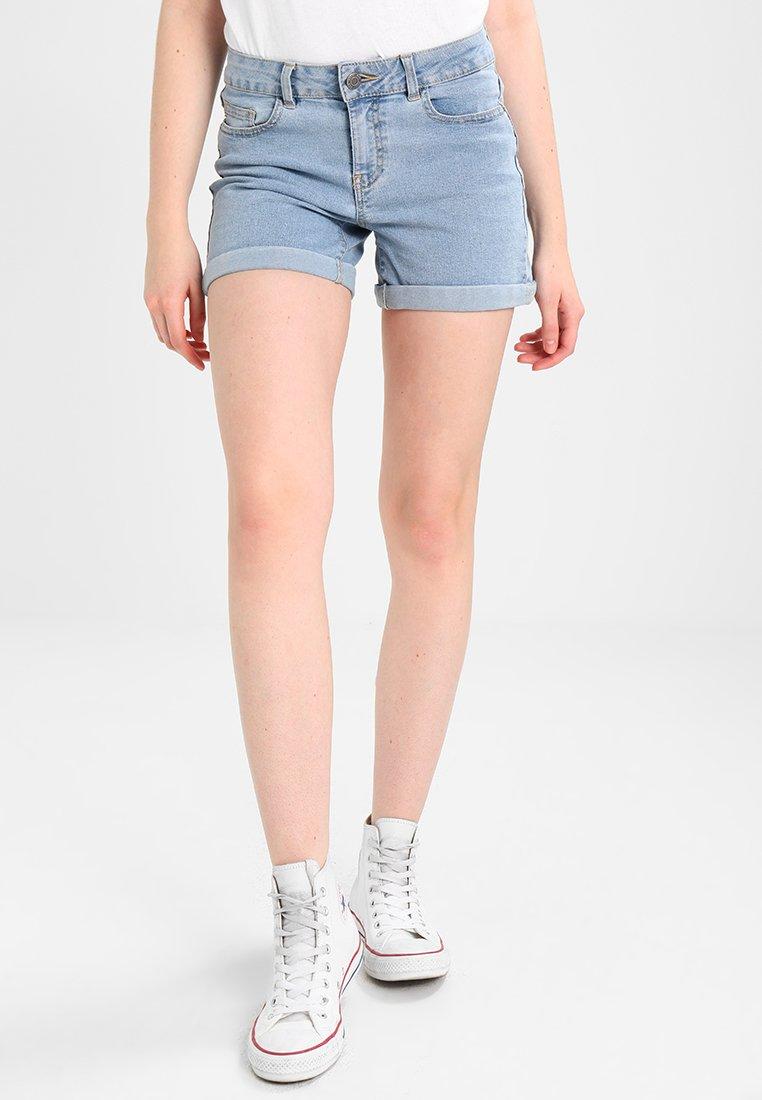 Noisy May - NMBE LUCY FOLD - Denim shorts - light blue denim