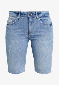 Noisy May - NMKHLOE BERMUDA SHORTS - Jeansshorts - light blue denim - 3