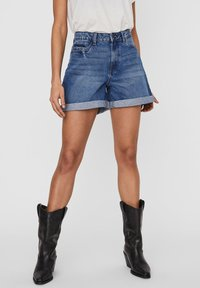 Noisy May - Denim shorts - medium blue denim - 0