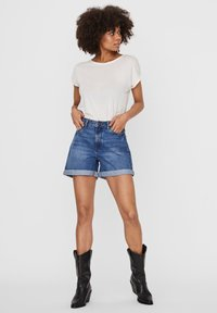 Noisy May - Denim shorts - medium blue denim - 1