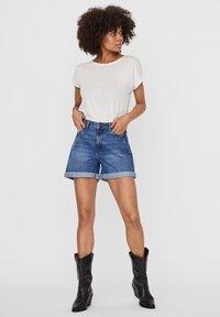 Noisy May - Shorts vaqueros - medium blue denim - 1
