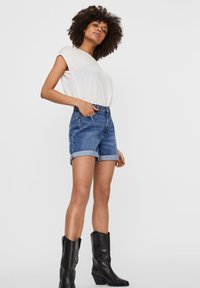 Noisy May - Denim shorts - medium blue denim - 3