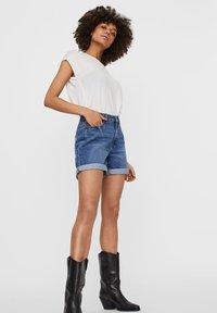 Noisy May - Shorts vaqueros - medium blue denim - 3