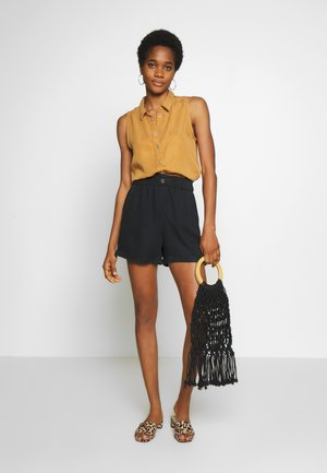NMMARIA - Shorts - black