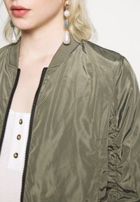 Noisy May - NMSADIE CROP JACKET - Bomberjacke - dusty olive - 3