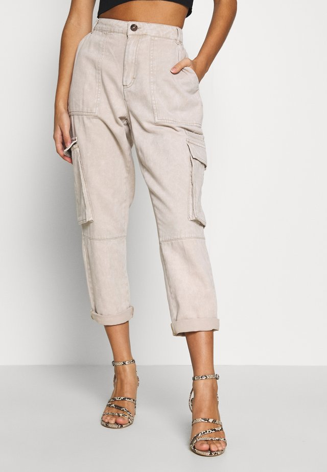 NMELLEN LOOSE UTILITY PANT - Cargo trousers - off-white