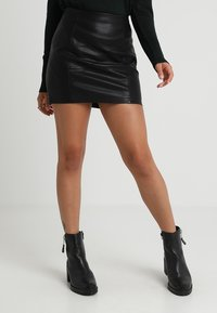 Noisy May Petite - NMREBEL SHORT SKIRT - Minirok - black - 0