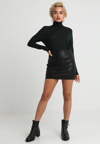 Noisy May Petite - NMREBEL SHORT SKIRT - Minirok - black - 1