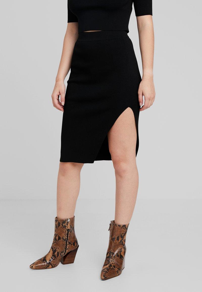 Noisy May Petite - NMELLIOTT SKIRT - Falda de tubo - black