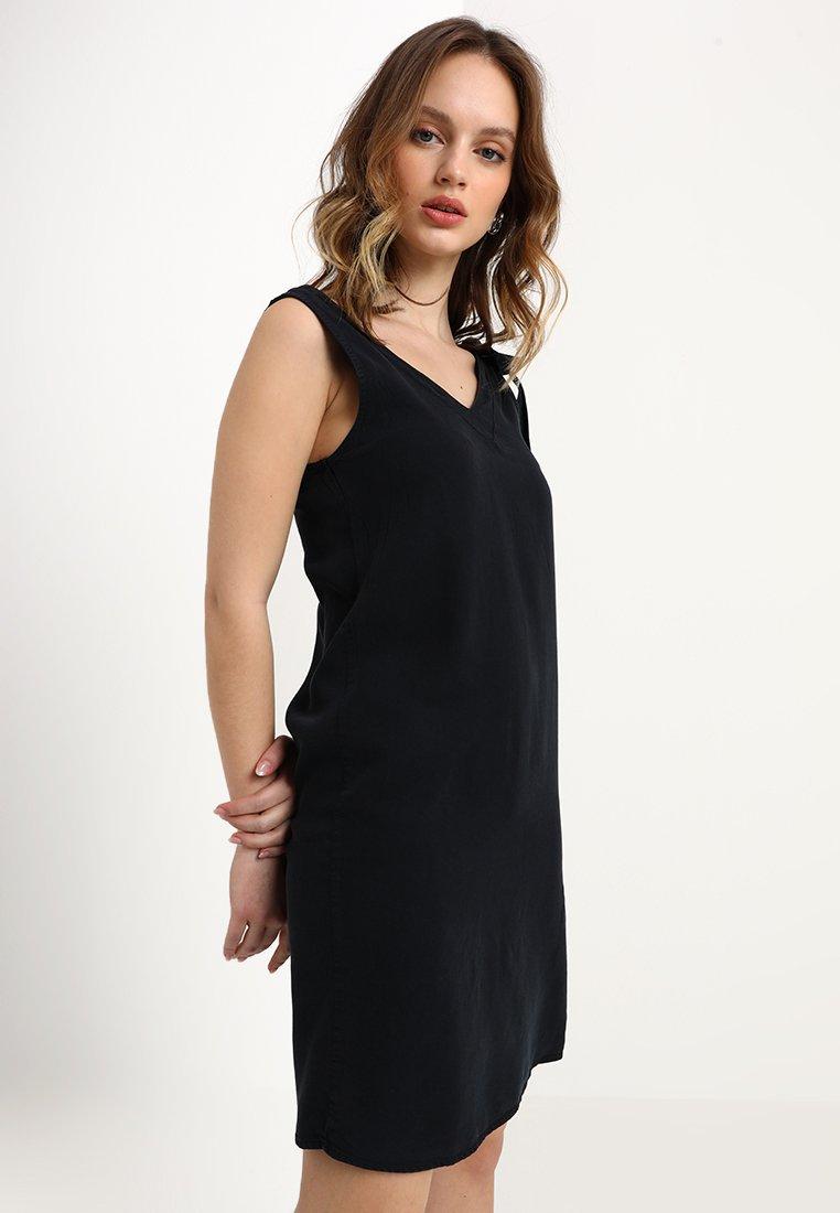 Noisy May Petite - NMHAYLIE ENDI SHORT KNOT DRESS - Hverdagskjoler - black