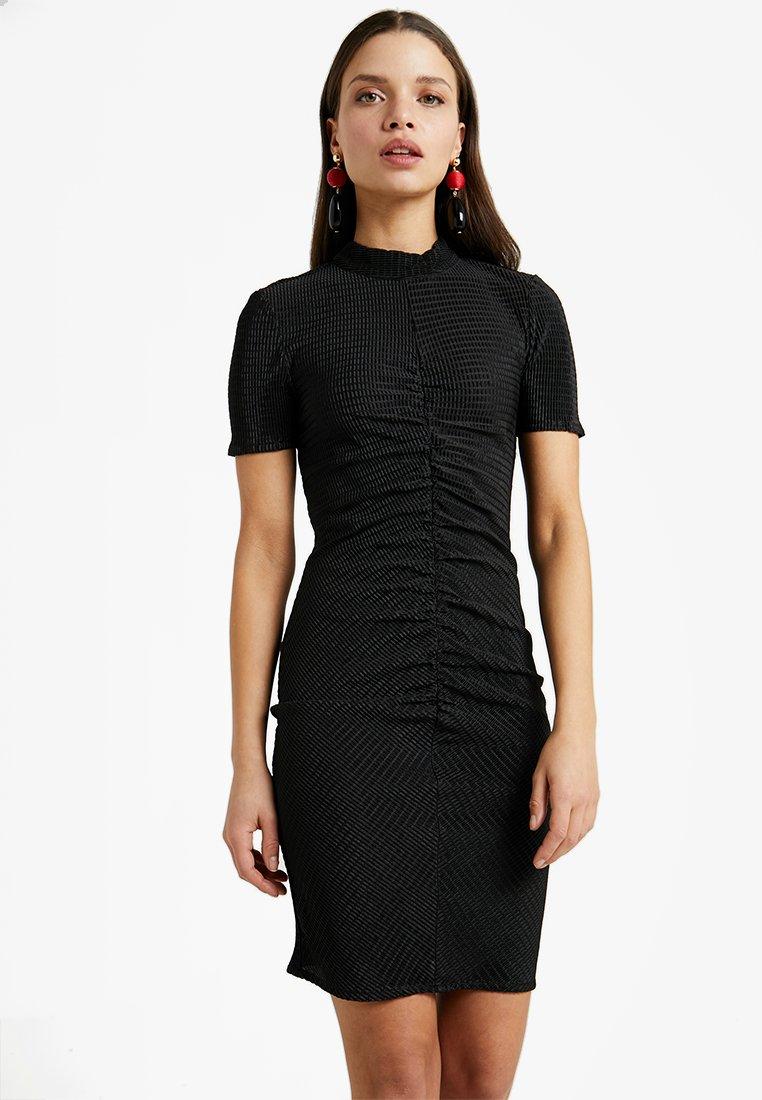Noisy May Petite - NMDIANA SHORT DRESS - Hverdagskjoler - black