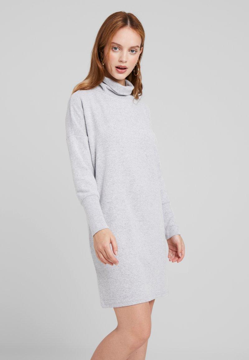 Noisy May Petite - NMCITY BAT DRESS - Vestido de punto - light grey melange