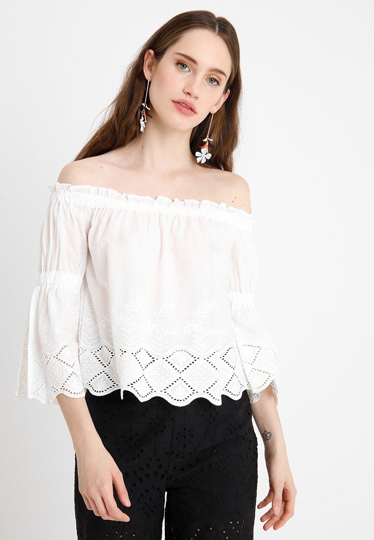 Noisy May Petite - NMFEMI OFF SHOULDER - Blusa - bright white