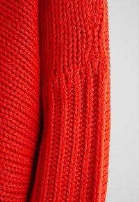 Noisy May Petite - NMVERA V NECK - Trui - fiery red - 5