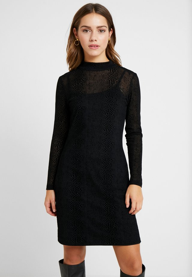 NMLESLY DRESS - Shift dress - black