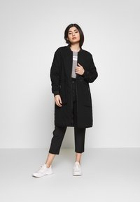 Noisy May Petite - NMSNOOP LONG JACKET PETITE - Bomberjacke - black - 1