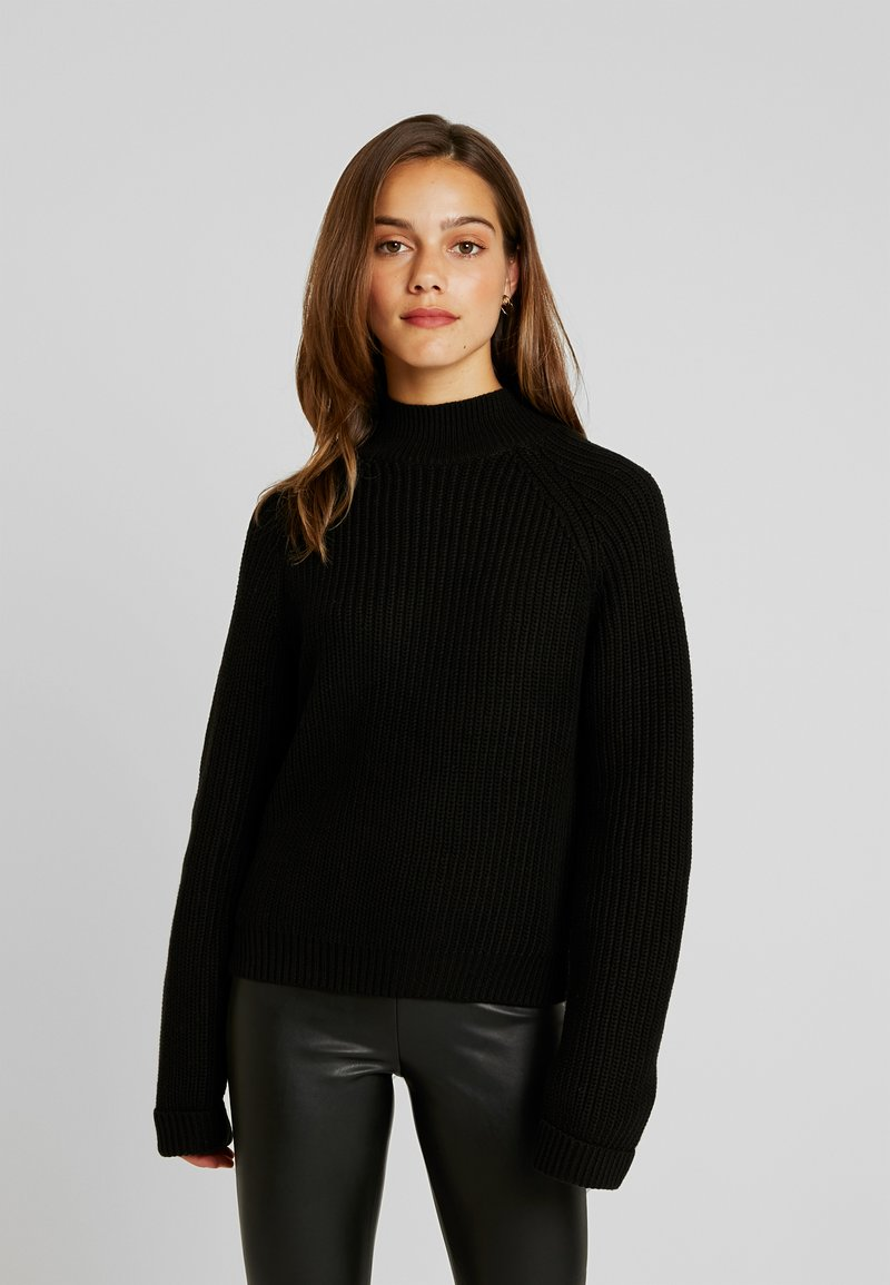Noisy May Petite - NMSIESTA HIGH NECK CROPPED - Strickpullover - black