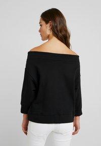 Noisy May Petite - NMLIFE 3/4 ONESHOULDER - Sweater - black - 2