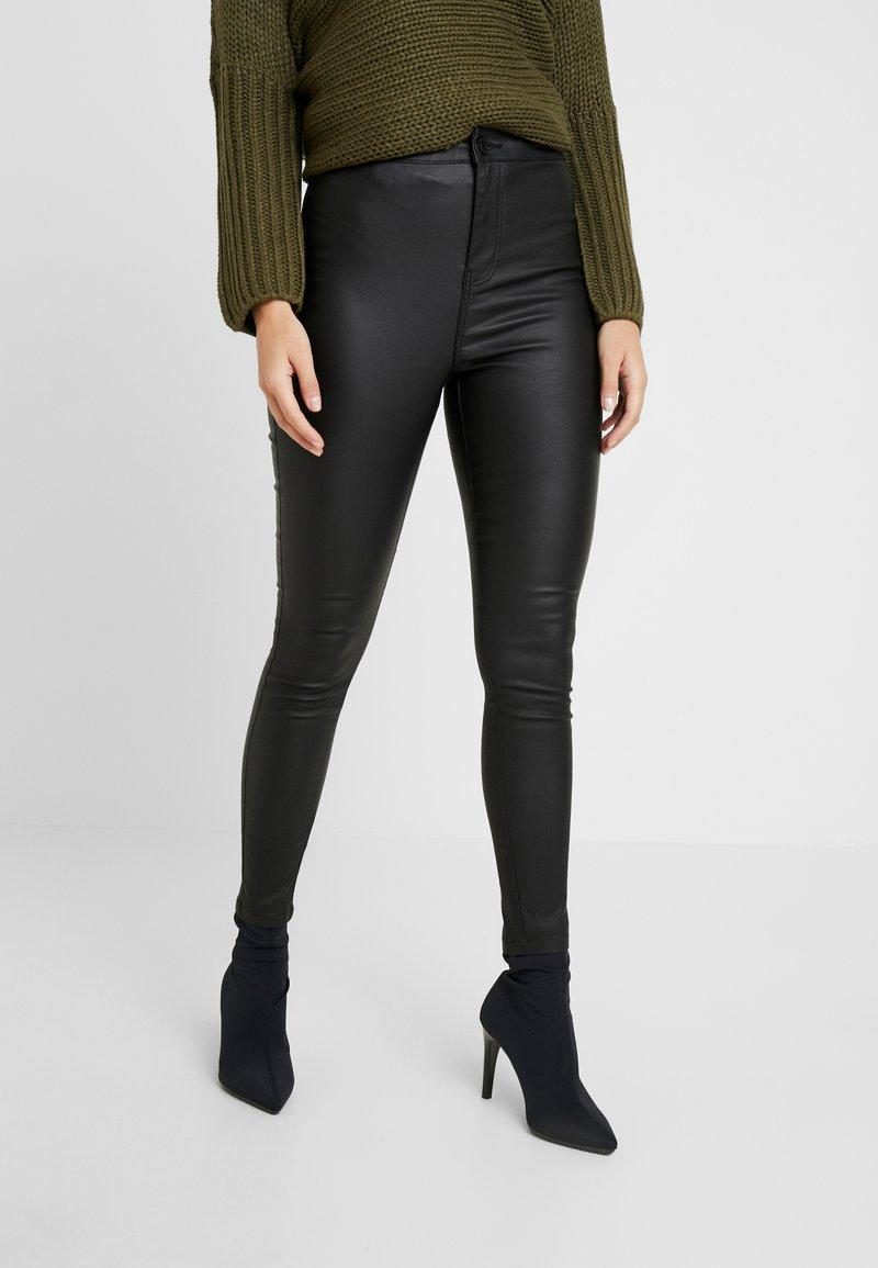 Noisy May Petite - NMELLA SUPER COATED PANTS - Pantalones - black