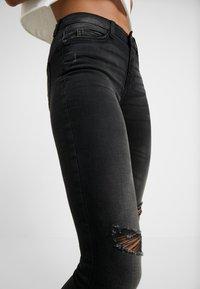Noisy May Petite - NMLUCY  - Jeans Skinny Fit - black denim - 5