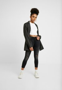 Noisy May Petite - NMLUCY  - Jeans Skinny Fit - black denim - 1