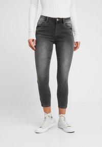 Noisy May Petite - NMKIMMY SOFT - Jeans Skinny Fit - medium grey denim - 0