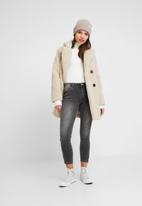 Noisy May Petite - NMKIMMY SOFT - Jeans Skinny Fit - medium grey denim - 1
