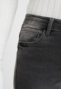 Noisy May Petite - NMKIMMY SOFT - Jeans Skinny Fit - medium grey denim - 5