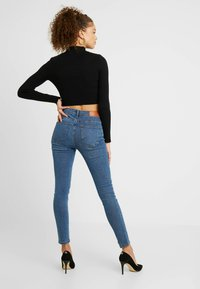 Noisy May Petite - NMLUCY BUTTON - Jeans Skinny Fit - medium blue denim - 2
