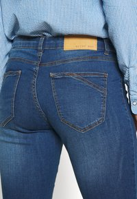 Noisy May Petite - Jeans Skinny Fit - medium blue denim - 4