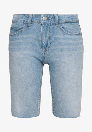 NMBE BERMUDA - Shorts di jeans - light blue denim