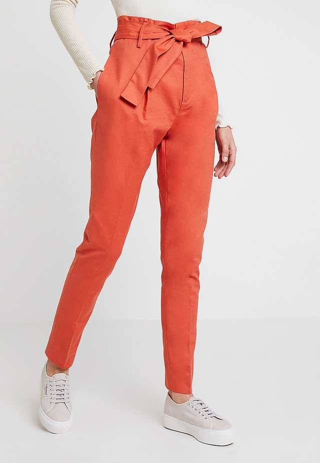 ESSENTIAL STRETCH - Stoffhose - mecca orange
