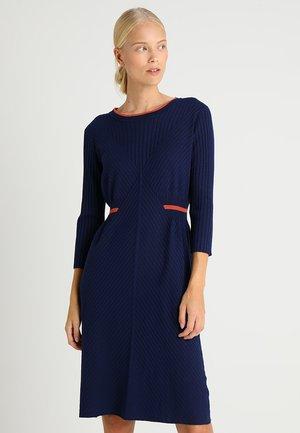 Pletené šaty - blueprint