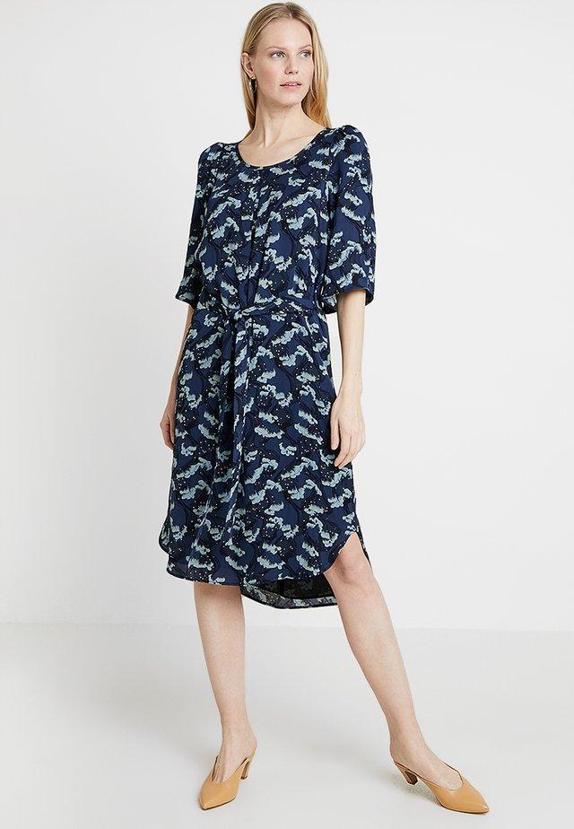 DRAPE - Korte jurk - blue