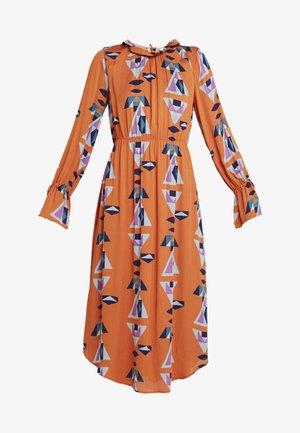DRAPE - Maxi šaty - orange