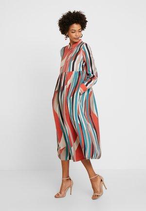 EASE - Košilové šaty - red