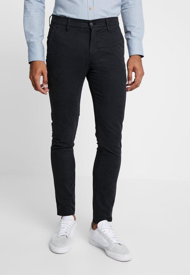 JOE - Spodnie materiałowe - black