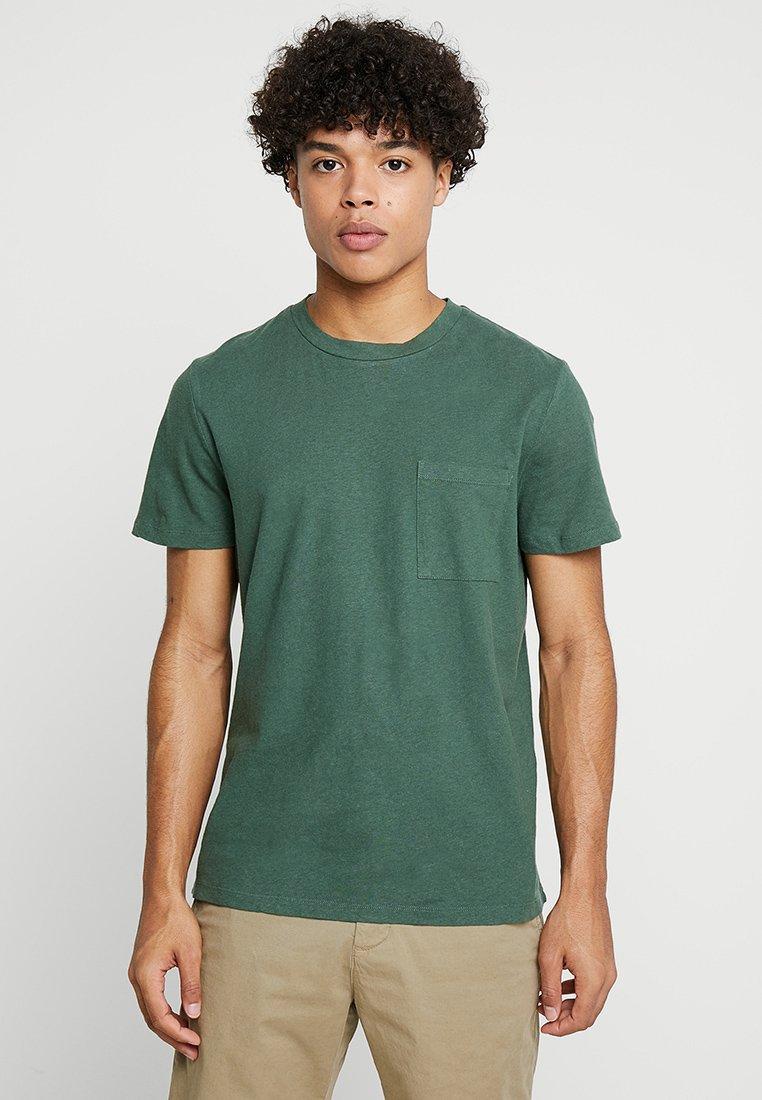 NN07 - BARRY POCKET  - T-Shirt basic - light pine